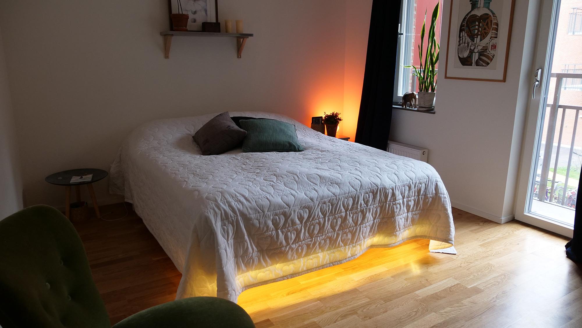 visst kan det definieras som lyx men jag skulle inte kalla kompletterande smart belysning som. Black Bedroom Furniture Sets. Home Design Ideas
