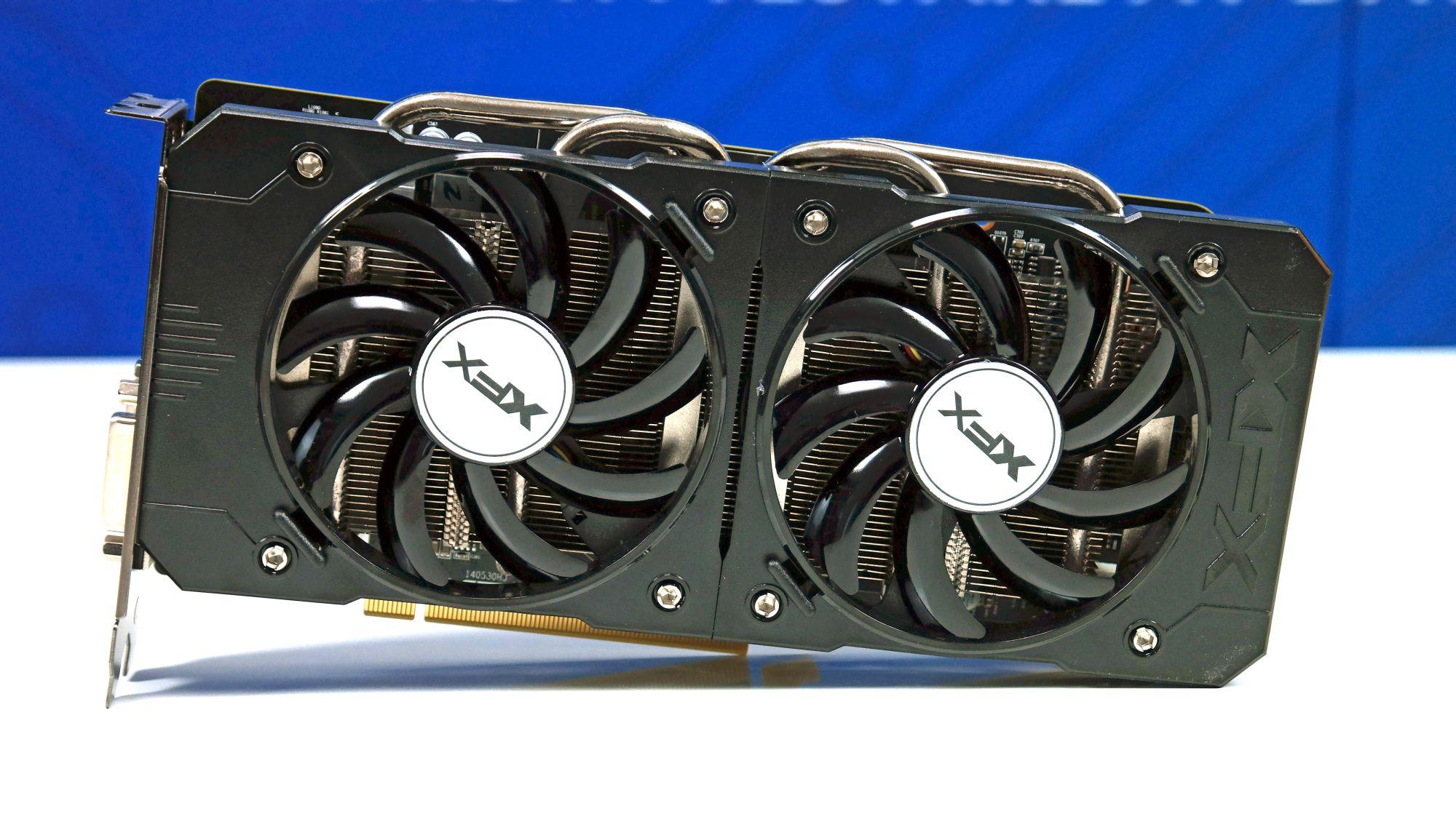 Radeon R9 380X 001