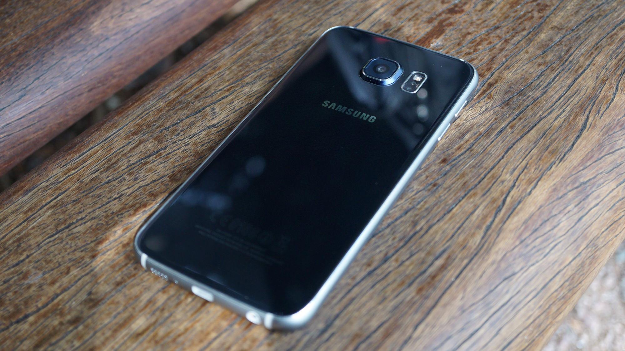 Samsung_Galaxy_S6_Recension_baksida