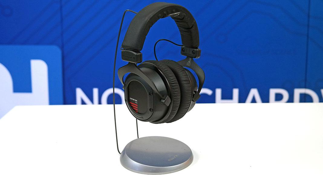 Test  Beyerdynamic Custom One Pro med Custom Headset Gear 92564af1037a3