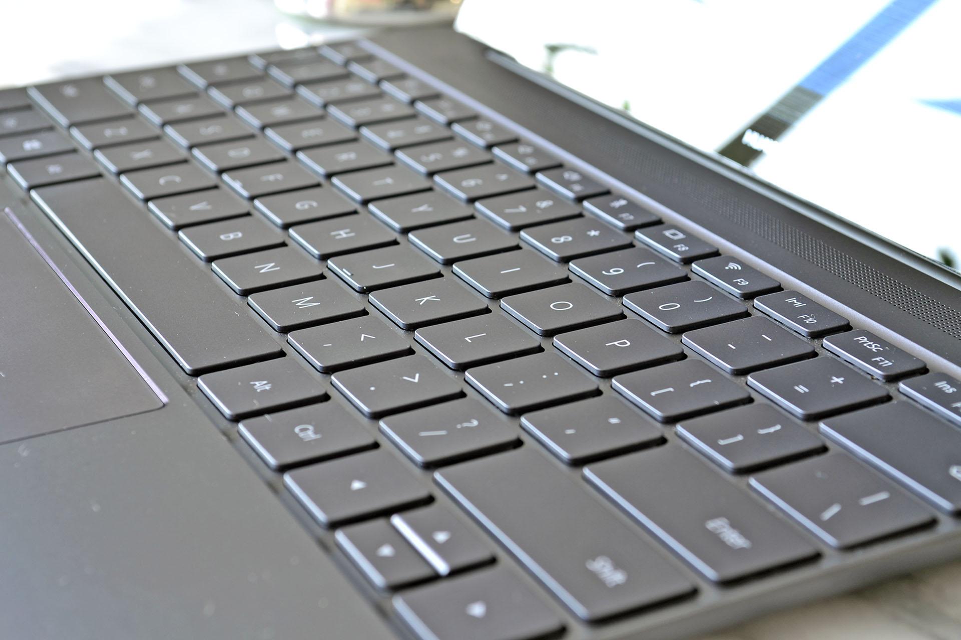 Ett annat stort plus i kanten för just Matebook X är att tangentbordet är  spillskyddat vilket är en extraförsäkring om olyckan skulle vara framme och  du ... 80517c782b35e