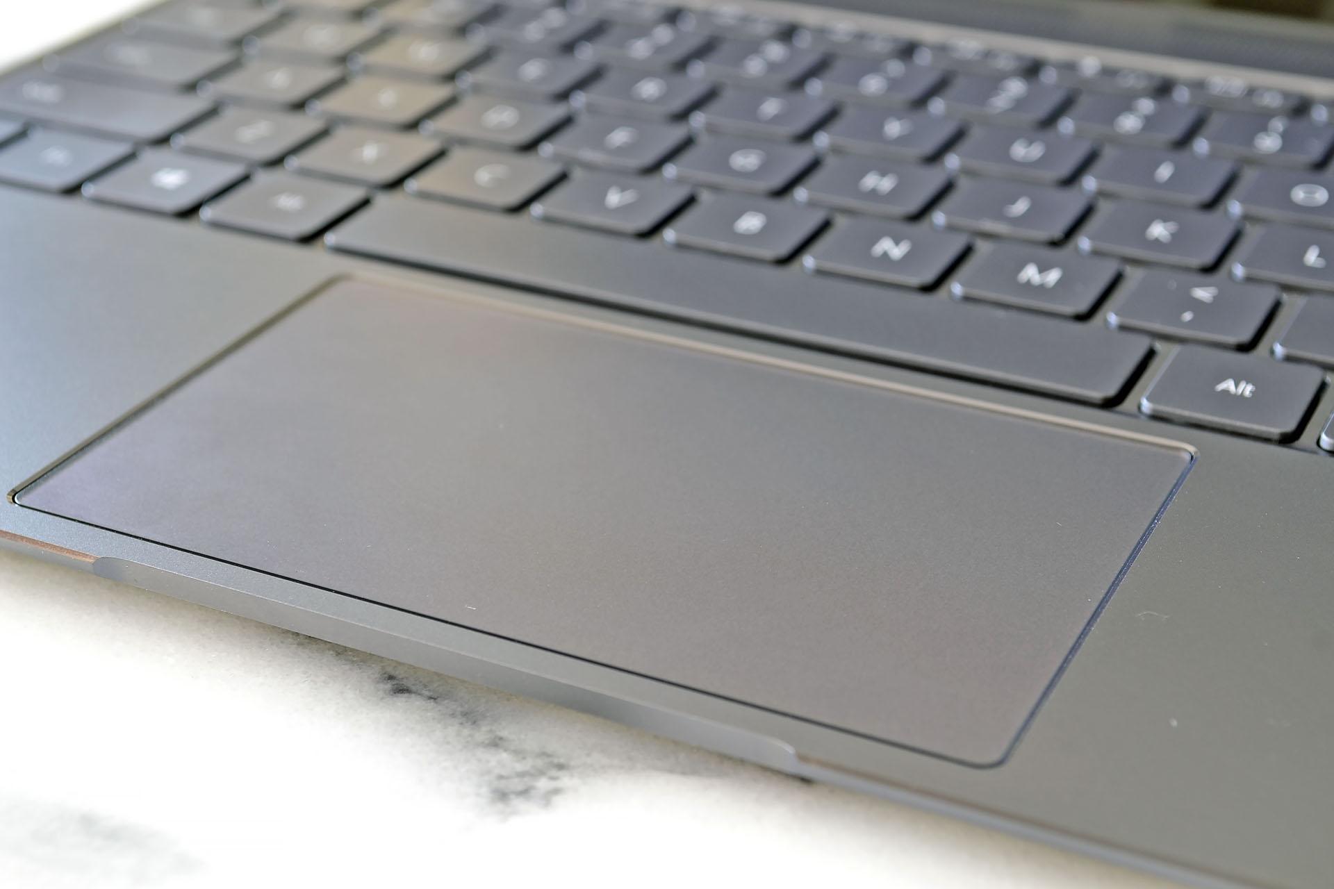 Pekplattan i sin helhet fungerar OK men vi hade gärna sett att tangentbordet  kunde flyttat upp ... f2b3e7a0c4732