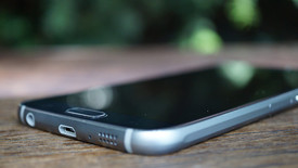 images/labswedish/artiklar/Smartphones/Samsung_Galaxy_S6_Recension/middlethumbnails/Samsung_Galaxy_S6_Recension_USB.jpg